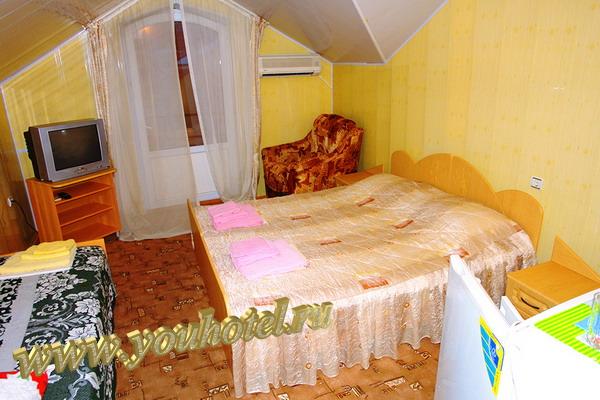 """Витязево гостевой дом """"Золотое руно"""" номер на мансардном этаже"""