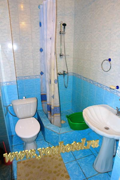 """Витязево гостевой дом """"Золотое руно"""" душ, унитаз, раковина"""
